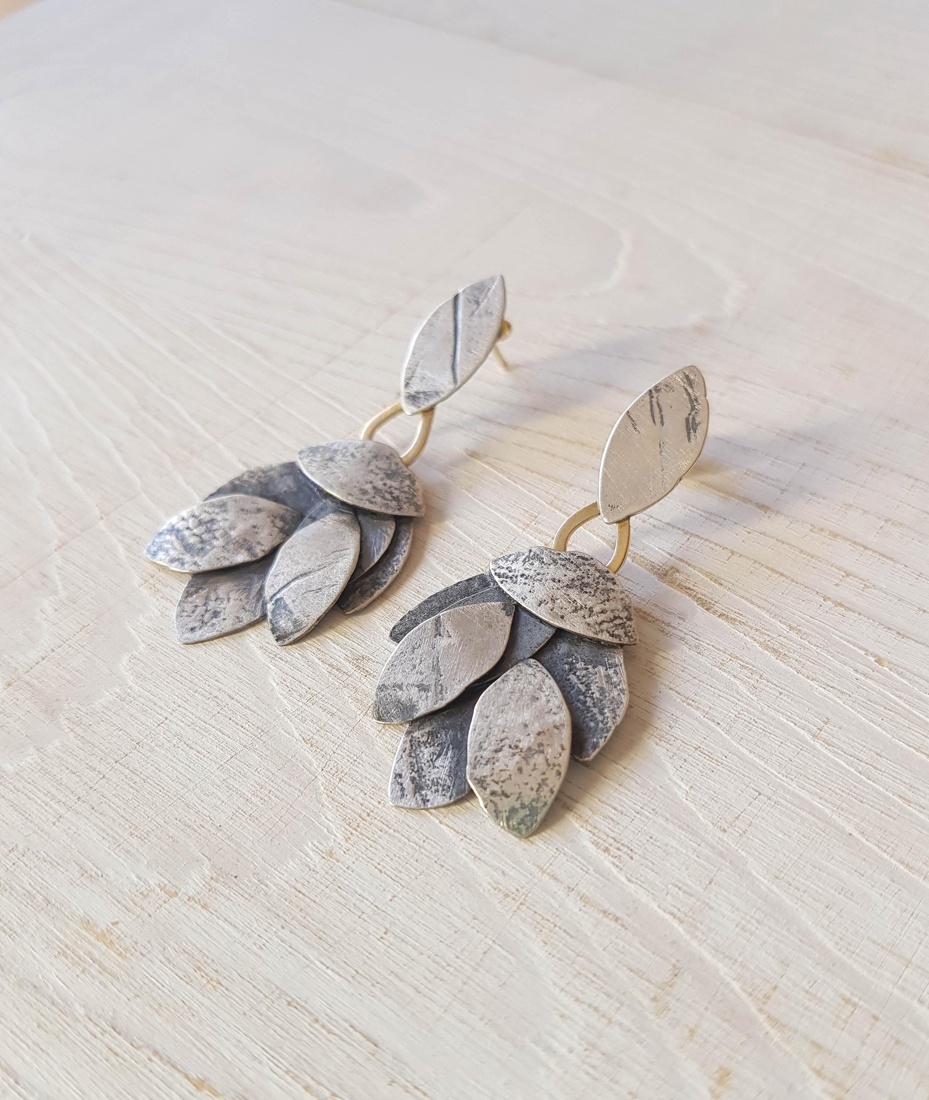 81de6ac6f2cf joyería artesanal Aida Cabo - pendientes largos oxidados - plata y oro 18k-  1